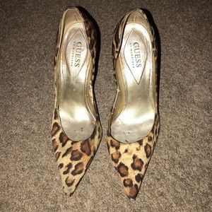 Guess by Marciano leopard pumps